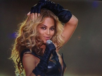 beyonce-super-bowl-2013-close-up-ftr