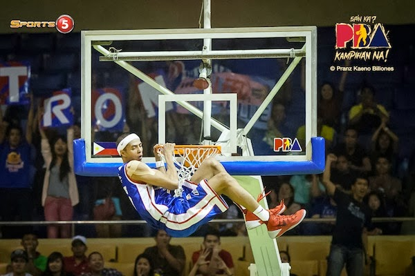 Arwind Santos dunks... grabbed from hoopnut.com